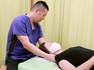 首・肩の施術